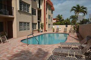 À LOUER CONDO Ocean Blvd à 2 pas de la Mer de Fort Lauderdale
