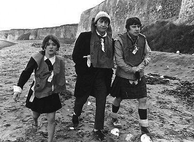 Deborah Watling, Patrick Troughton & Frazer Hines photo - H7220 - Doctor Who