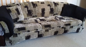 SOFA,LOVE SEAT & 4 ACCENT PILLOWS-MADE IN CANADA (REDUCED PRICE) London Ontario image 1