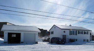 METICULOUS & IMMACULATE 2+2 BEDROOM SPLIT ENTRY HOME
