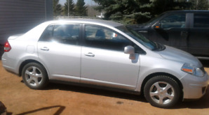 2008 Nissan Versa ( very low km )
