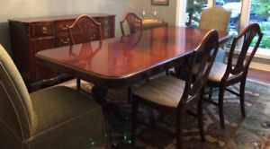 Beautiful Mahogany Dining Room Set