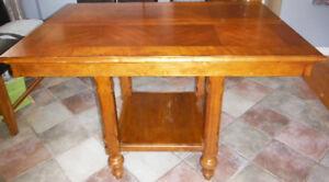 Table en bois hauteur bistro avec extension (6-8 personnes)