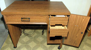 Kenmore convertible free arm sewing machine, complete w/ stand. Kitchener / Waterloo Kitchener Area image 4