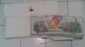 coussin contour pour bassinette avec une doudou pour bébé 5$