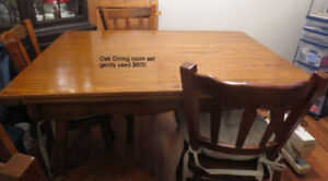 Gently used  quality 4' expanding to 6' Oak table and 4 chairs.