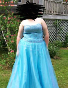 Beautiful Blue Prom Dress !!