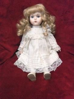 Wanted: Collectors porcelain dolls