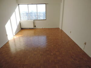 3 1/2 Available for Sub Lease in Downtown Montreal