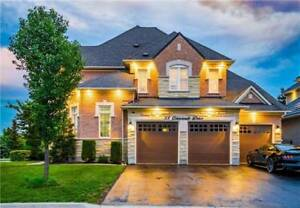 A Fully Detached Home In The 'Highlands' W/ Gorgeous Location!