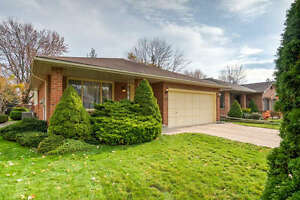 52 Moffatt Crescent Open House Sat/Sun Dec 3& 4th from 2-4