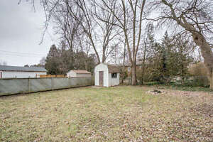 4 BEDROOM, 3 BATHROOM, 1 1/2 STOREY HOME IN EAST LONDON! London Ontario image 10