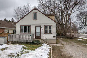 4 BEDROOM, 3 BATHROOM, 1 1/2 STOREY HOME IN EAST LONDON! London Ontario image 1
