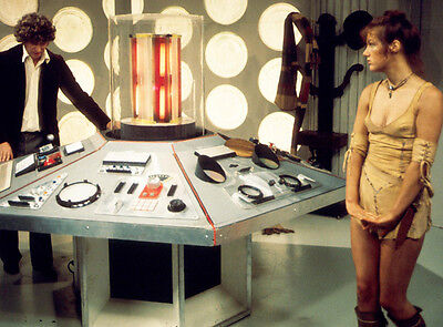 Tom Baker and Louise Jameson UNSIGNED photo - H2486 - Doctor Who
