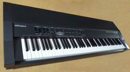 Roland RD-300S- Digital Piano 88-key hammer-connect to an iPad/PC