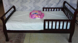 Used Avalon toddler bed with mattress and linen- good condition