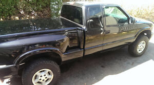 2000 Chevrolet S-10 Pickup Truck 4.3L Manual 4 X 4
