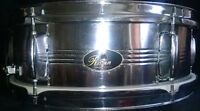 60s RAVEN SNARE BLACK/GOLD BADGE