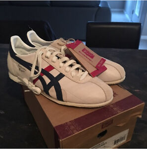 ONITSUKA TIGER Runspark LE D201L 9950 in Off-White / Navy