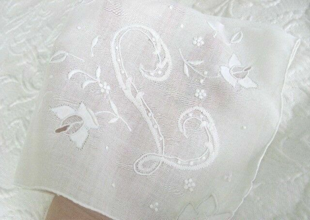 BEST Antique MONOGRAM L *PADDED EMBROIDERY Organdy CUTWORK Vintage Bridal HANKY