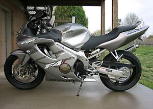 Honda Cbr 600 f4i 2005 sports , mécanique A1 , 17 000 km 3000$