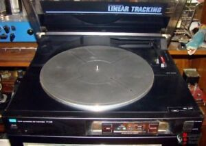Sansui P-l40 LINEAR TRACKING turntable