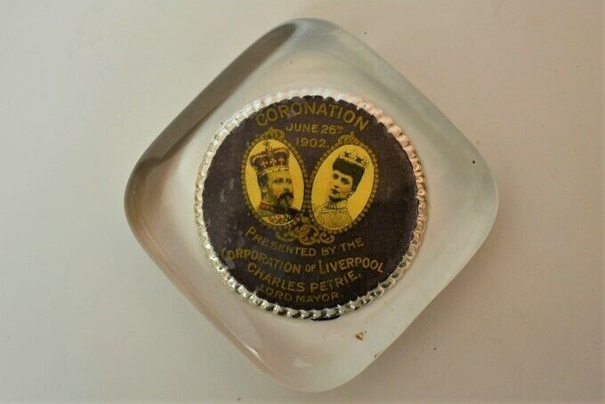 Vintage KING EDWARD VII Coronation Paperweight