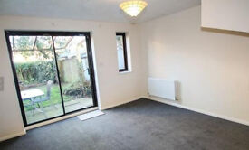 To LET 2 double bedroom, end of terrace house, situated in quiet cul-de-sac Stone, Greenhithe