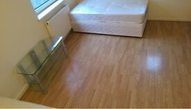 PERFECT LARGE TWIN ROOM TO RENT IN ARCHWAY GREAT LOCATION CLOSE TO THE TUBE STATION. 76A