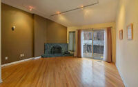Available Now: Stylish 1 Bed 1st Floor Apartment (Yonge & Bloor)