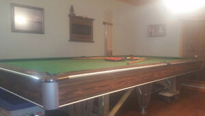 POOL TABLE!!