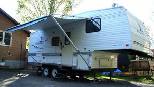 Fleetwood Mallard 24.5' 5th Wheel Trailer