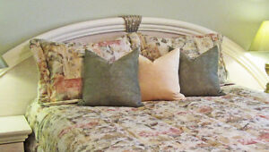 = = = QUEEN SIZE BED COMFORTER SET, CURTAINS & CUSHIONS = = =