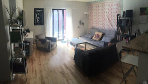 Cozy Room in Furnished 6 1/2 Apartment in Lower Plateau