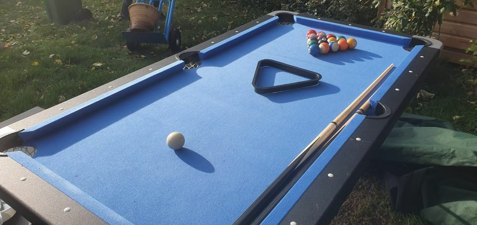6ft x 3ft Tekscore folding pool table with accessories