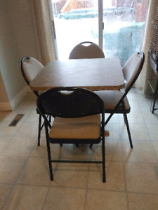 5 Piece dine in kitchen table and chairs