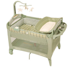 Graco Pack 'nPlay Portable Playard w/Bassinet&Changing Table