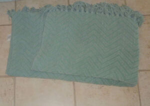 Pair of feather filled throw cushions $ 5, throw $ 5 Kitchener / Waterloo Kitchener Area image 2