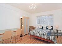 3 bedroom flat in West Kensington Court, London, W14 (3 bed)