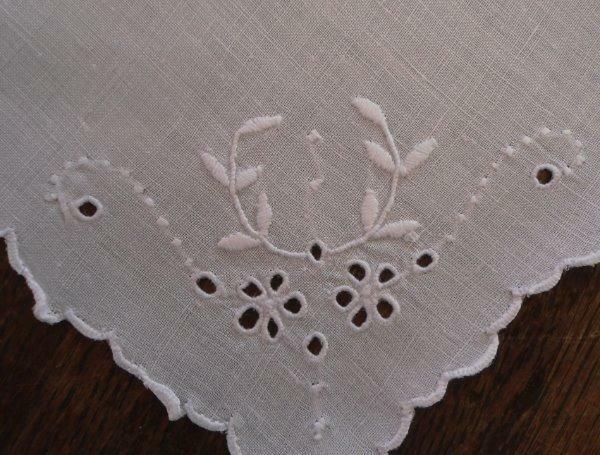 Vintage Set 4 Madeira Linen Napkins Embroidered Eyelet Flower Wreaths