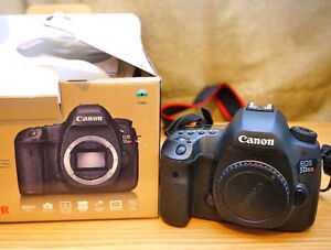 Canon EOS 5DS DSLR Camera (MINT, LIKE BRAND NEW)