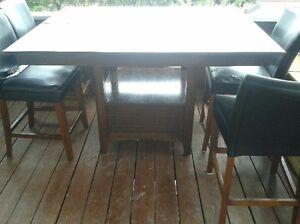 très belle table de 36 pouces de haut