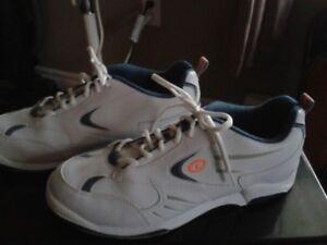 Men's size 8.5 bowling shoes