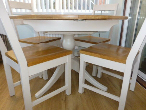 Oakham Extending Dining Table And 4 Chairs Laura Ashley Immaculate As New