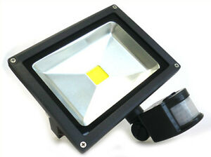 Faro-Led-COB-20W-Blanco-Frio-Con-Sensor-De-Movimiento-PIR-e-Luz-Crepuscular