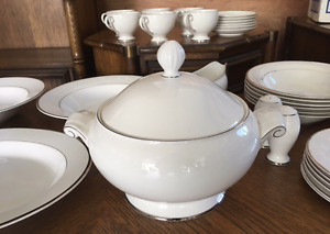 BRAND NEW NEVER BEEN USED MIKASA FINE CHINA!!