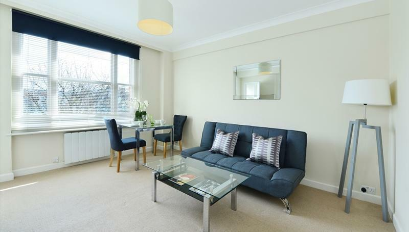 Mayfair. Comfortable studio apartment close to the Hyde Park Underground Station.
