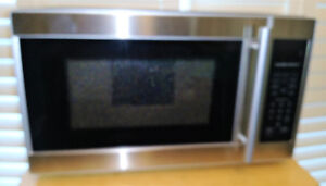 In Box Hamilton Beach 0.7 cu.ft. Stainless Steel Microwave Oven