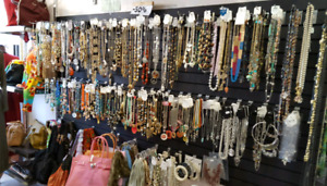 COSTUME JEWELRY WHOLESALE LOT FOR SALE , EVENING BAGS