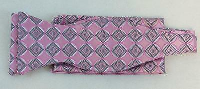New Classic Fashion Stylish Woven Mens Bow Tie Lavender Geometric Matching Hanky